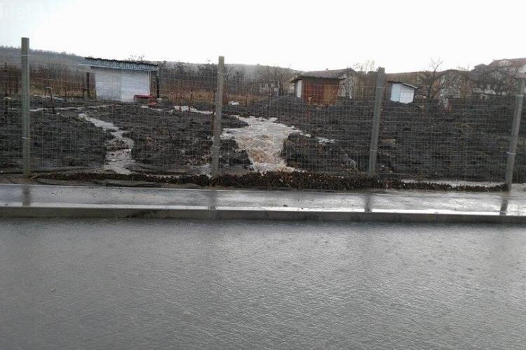 Inundație și pe strada Romul Ladea - FOTO