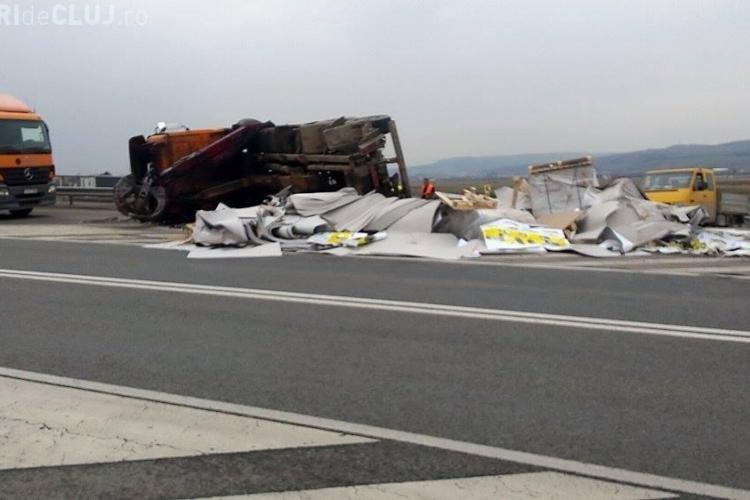 """Un camion s-a făcut PRAF pe centura Apahida. S-a răsturnat ca un """"bolovan"""" - FOTO"""