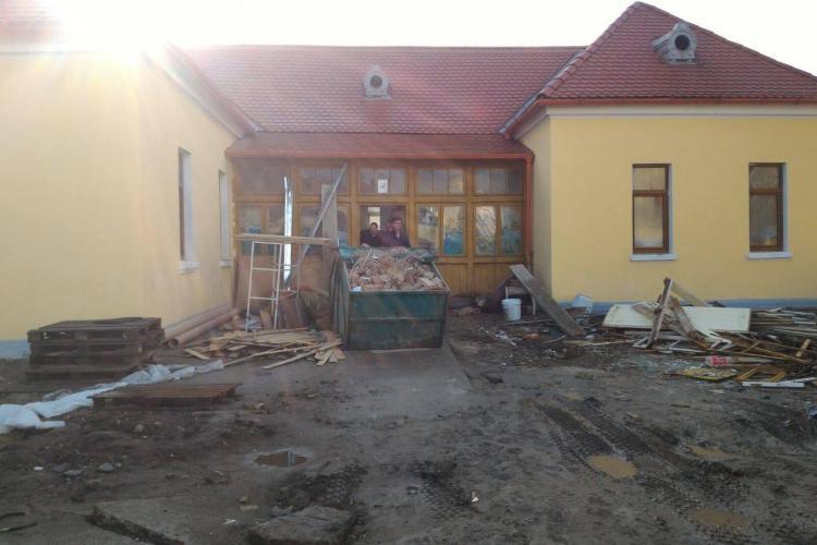 Cluj-Napoca. Planșeul unei case a căzut, iar o persoană a fost rănită ușor