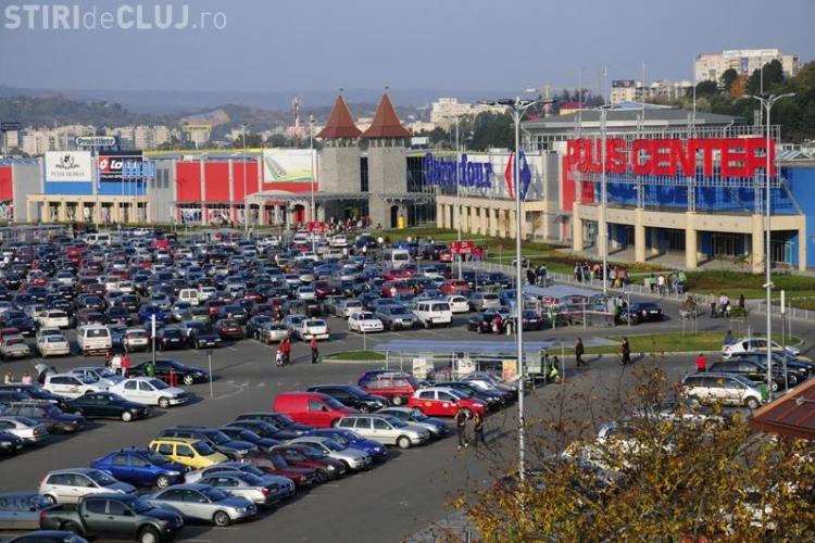 Clujean prins de polițiști în timp ce făcea bișniță cu haine în zona Polus