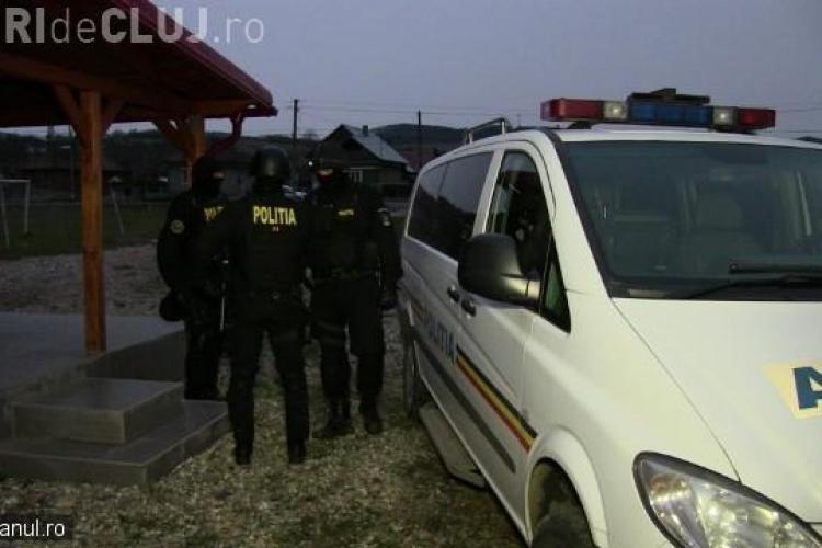 Bătaie cu topoare și săbii lânga Dej. MASCAȚII i-au calmat pe romi – VIDEO