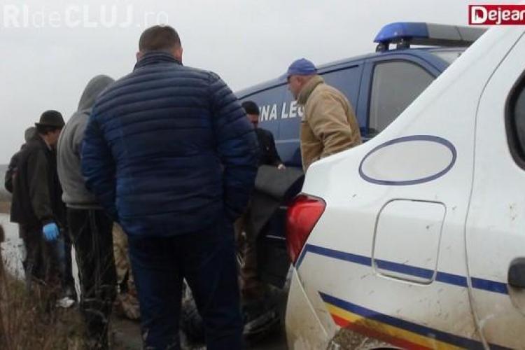 Cadavru descoperit pe un câmp dintr-o localitate clujeană. Persoana era dispărută de mai bine de o săptămână VIDEO
