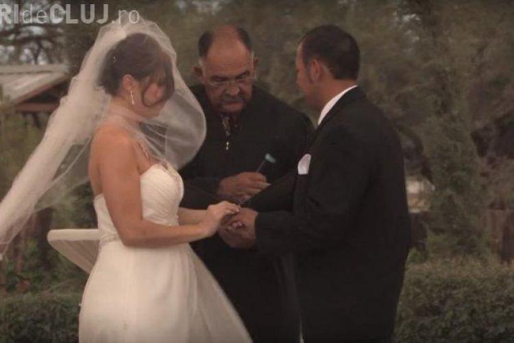"""S-a întâmplat la o nuntă. Mirii nu au apucat să spună """"DA"""". Nimeni nu mai văzuse asta - VIDEO"""