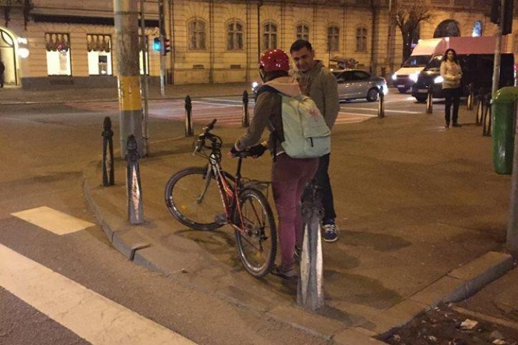 Biciclistă lovită de o mașină pe trecerea de la Melody! Șoferul vorbea cu victima prin geamul întredeschis