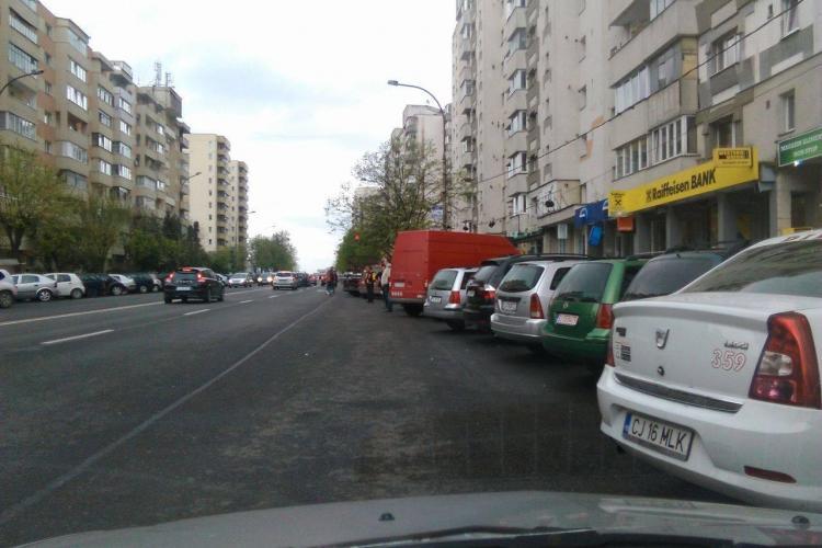 Stațiile de autobuz de pe Calea Florești au devenit parcări - FOTO