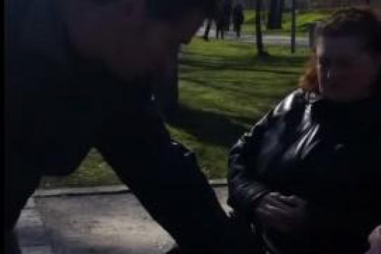 """Vindecare în parcul din Cluj-Napoca. Un misionar i-a """"luat"""" durerea unei femei - VIDEO"""