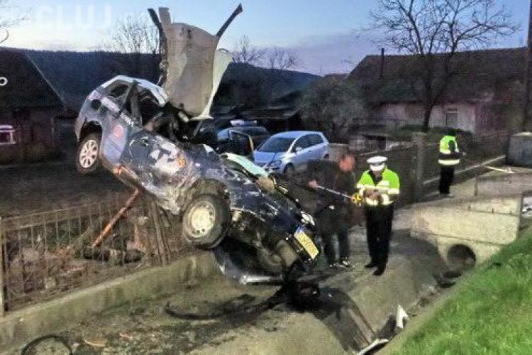 Accident spectaculos în Cluj! Un șofer a zburat cu maşina pe un gard - VIDEO