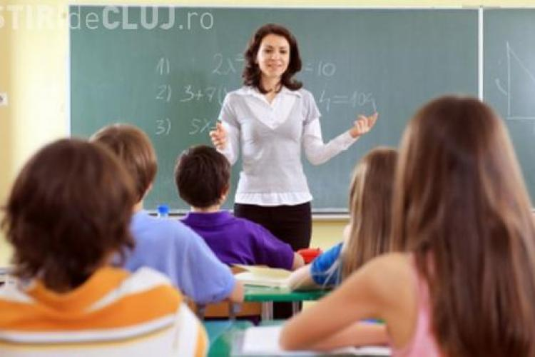 Profesorii pichetează Guvernul, nemulțumiți de legea salarizării: Scad salariile pentru profesorii debutanți, educatoare și invățători