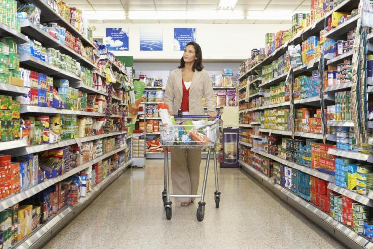 SUPRATAXĂ pentru supermarketuri. Fac profituri mari, iar micile magazine se închid