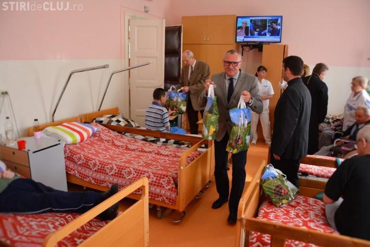 Cadouri pentru vârstnicii din trei centre din Cluj-Napoca - VIDEO