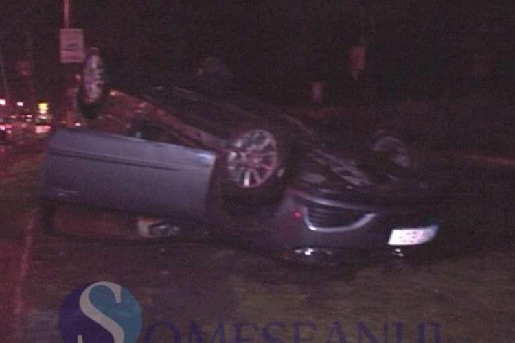Accident pe strada Oașului. Un șofer s-a răsturnat și apoi apropiații au sărit la bătaie - VIDEO
