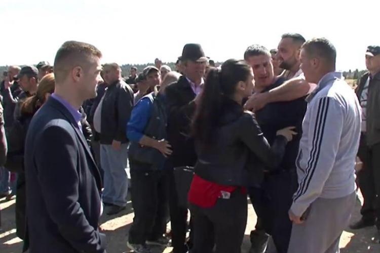 Moții s-au luat la bătaie cu jandarmii la Mărișel. Motivul: defrișările și cota de lemne pentru moți - VIDEO