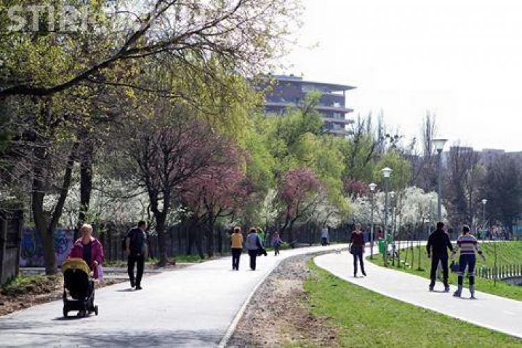 Aleea pietonală de pe malul Someșului, dintre Parcul Babes si Parcul Rozelor, a fost modernizată. Ce urmează să se mai facă FOTO