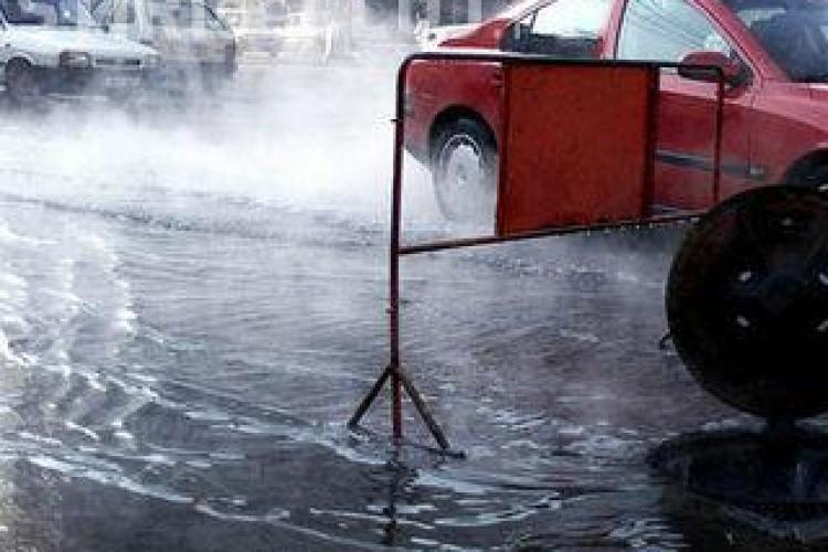 Comuna Apahida a ramas fara apa! Firma care lucra la canalizare a spart conducta de alimentare cu apa