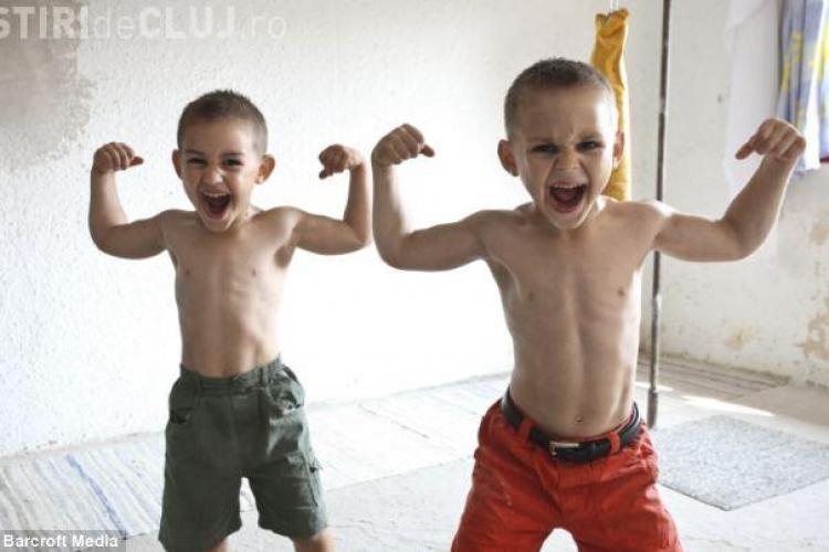 """Giuliano Stroe, cel mai puternic copil din lume, este urmat in """"cariere"""" de fratele lui Claudiu, un alt mic Arnold - FOTO"""