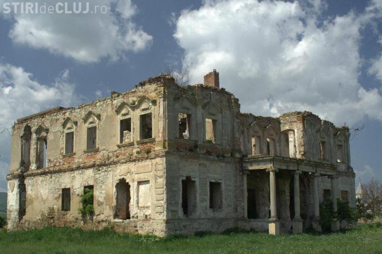 "Expozitie foto ""Monumentele istorice in pericol"", deschisa astazi la Biblioteca ""Octavian Goga"""