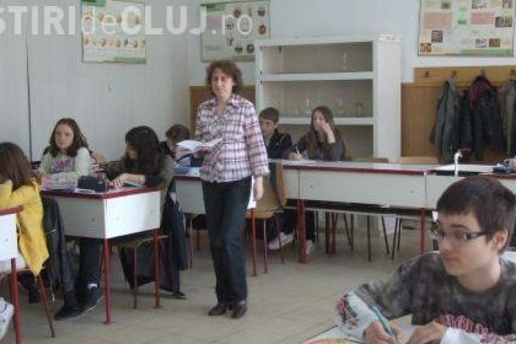 """Profesorii din Cluj protesteaza iarasi prin munca! Ei au """"amenintat"""" ca vor intra la clase, dar nu vor preda"""