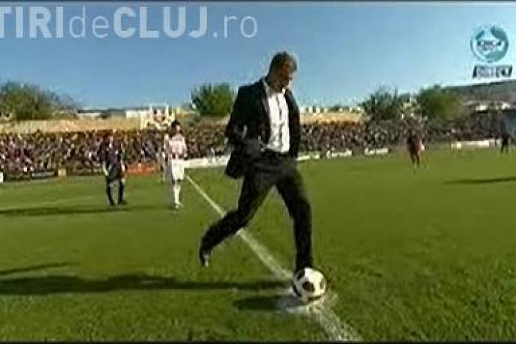 Lucian Bute a dat lovitura de start a meciului Otelul Galati - CFR Cluj - VIDEO