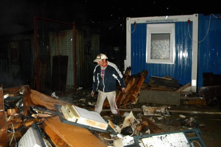 Incendiu la un depozit in cartierul Buna Ziua! Pompierii au ramas impotmoliti in mocirla - Galerie FOTO