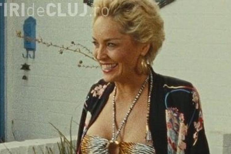 Sharon Stone se mentine sexy la 52 de ani, numai cu machiaje - VEZI FOTO