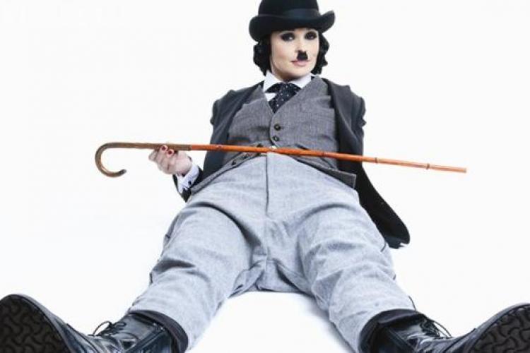 Andreea Marin a pozat costumata in Charlie Chaplin - FOTO