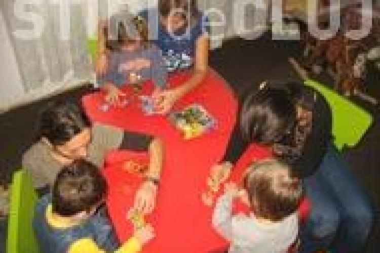 Studentii de la Facultatea de Psihologie Cluj ajuta copiii cu autism