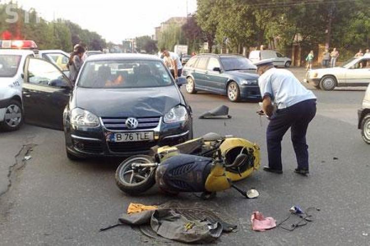 Conducatorul unui scuter, ranit grav pe strada Fericirii