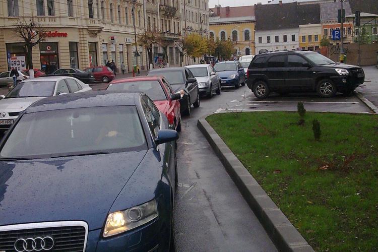 Abia inaugurata,  bariera de la parcarea din Piata Unirii din Cluj-Napoca se blocheaza de cateva ori pe zi si incurca circulatia!