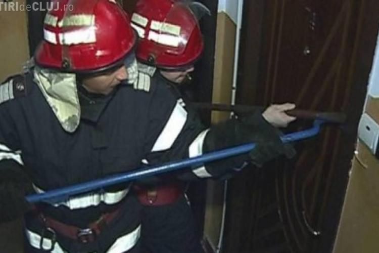 Tragedie într-un bloc din cartierul Zorilor. Pompierii au spart ușa locuinței