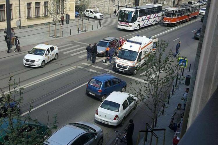 Clujean lovit pe trecerea de pietoni, pe strada Horea. A fost dus la spital FOTO