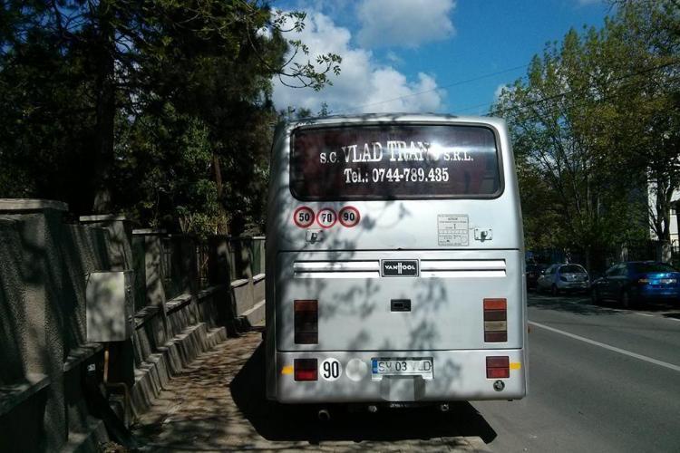 Nesimțirea și sfidarea continuă. Clujeanul atacat de șoferul unui autocar a chemat acum Poliția Locală - VIDEO