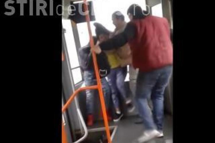 Replica maneliştilor, după ce doi romi au fost BĂTUȚI în tramvaiul 41