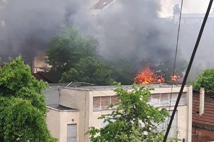 Incendiu la un depozit de lângă Gara Cluj - VIDEO