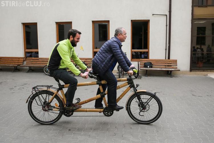 Primarul Emil Boc, vizitat de bicicliștii din Viena, care fac un tur european - FOTO