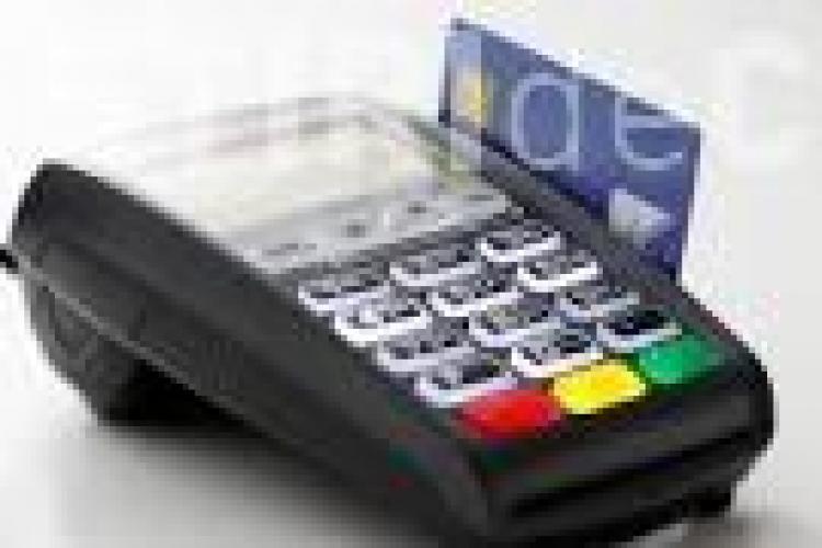 Comercianții cu afaceri de peste 10.000 de euro pe an, obligați să accepte plata cu cardul