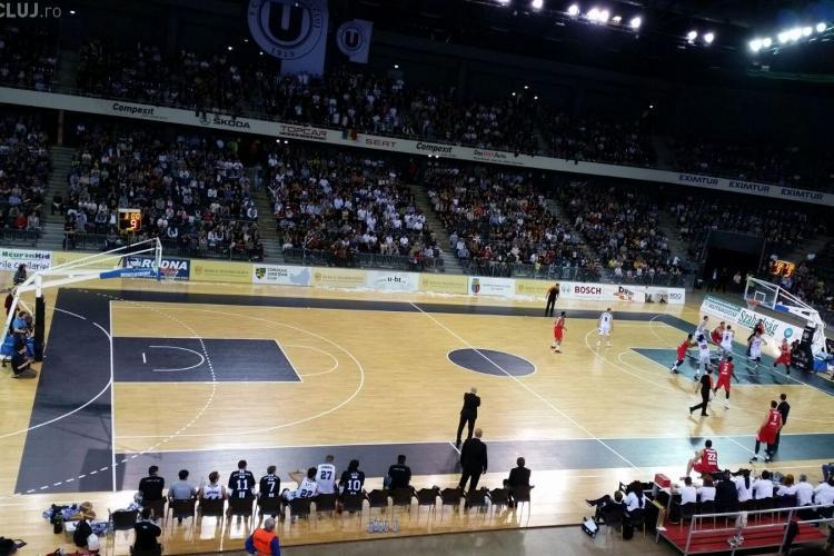 Atmosferă incendiară! U BT a bătut Oradea: 79-70. Semifinala se joacă în continuare - VIDEO