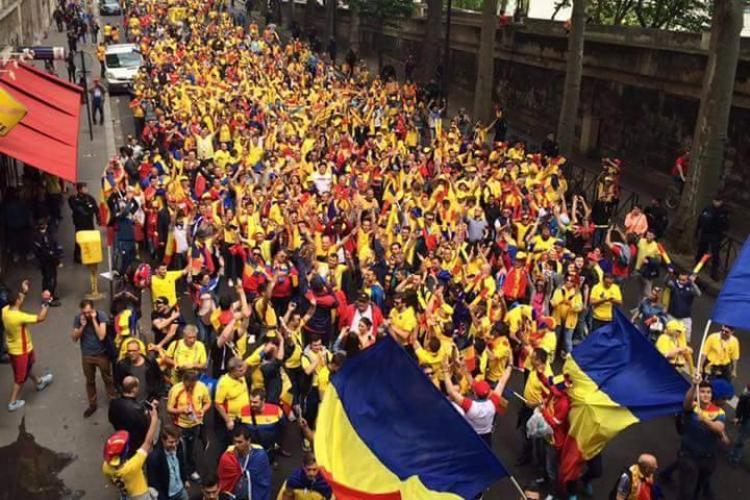 """O """"MARE"""" de români la Paris! Imagini filmate de un clujean - VIDEO"""
