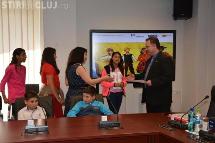 """Elevi clujeni premiați în cadrul concursului de creaţie artistică în şcoli """"Pentru romi şi împreună cu aceştia"""""""
