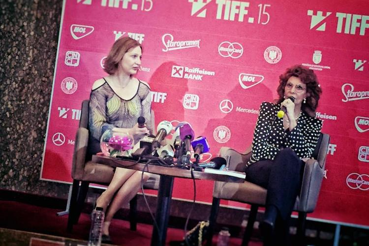 Sophia Loren a ajuns la Cluj. Vedeta arată impecabil pentru 82 de ani