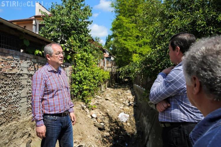 Lucrări la Cluj-Napoca în zona afectată de inundații. Canalele erau înfundate cu deșeuri de la construcții