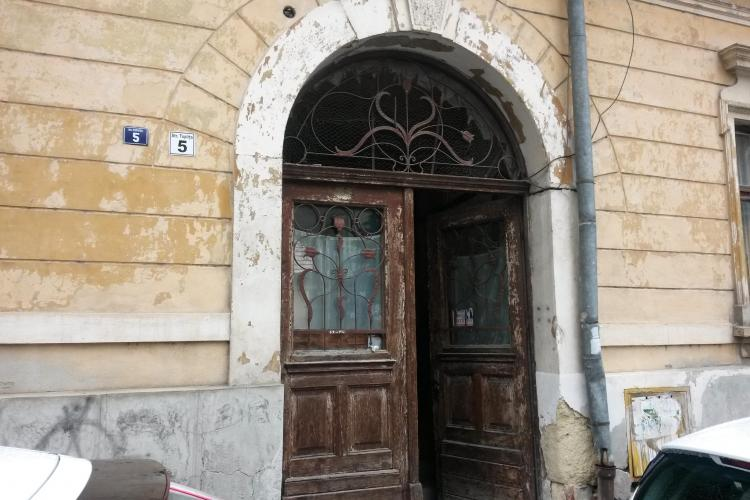 Doi bătrâni au MURIT într-o casă din centrul Clujului. Amănuntele sunt macabre