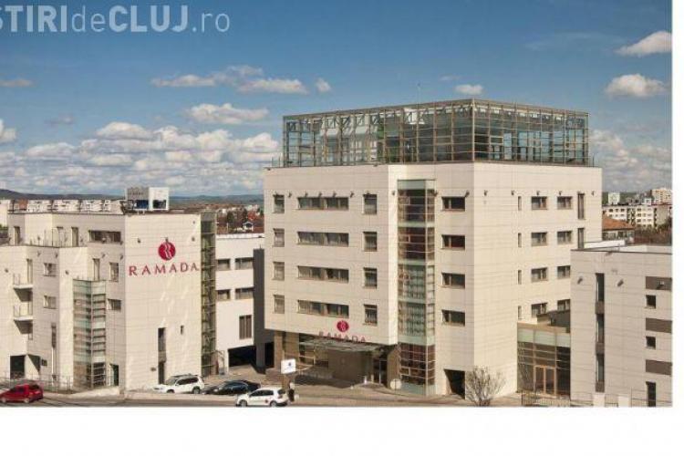 """Ratingul Hotelului Ramada a scăzut pe Facebook, după scandalul """"alăptați la WC"""""""