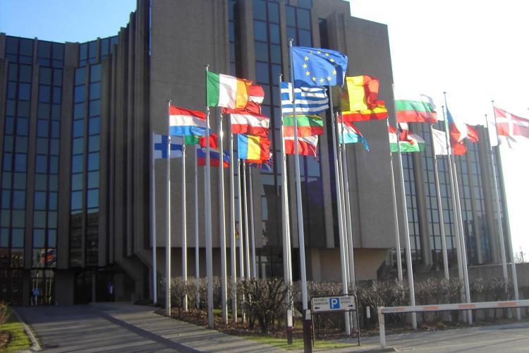 Preşedintele Cehiei cere un referendum privind apartenenţa ţării la UE şi NATO