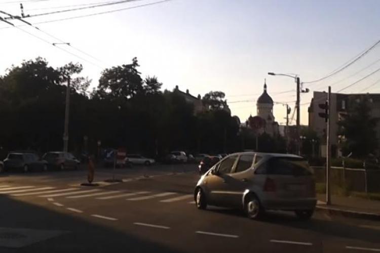 Șoferii sunt derutați de semnalizarea benzii pentru transportul în comun, din Piața Ștefan cel Mare - VIDEO
