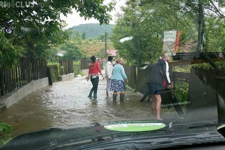 Inundații în județul Cluj, în urma ploilor torențiale - FOTO