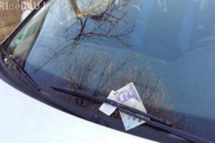 Un bărbat a pus 1000 de euro sub ştergătorul unei maşini din Deva. Urmarea e halucinantă
