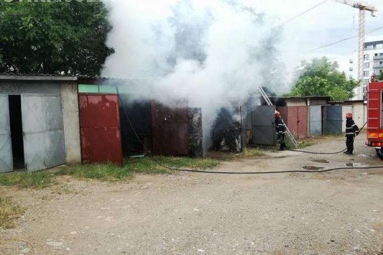 Un garaj a luat foc în cartierul Între Lacuri - FOTO
