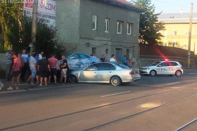 Un BMW a intrat sub un Mercedes pe Bulevardul Muncii - VIDEO