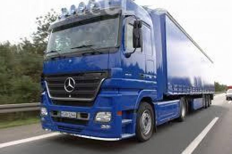 Ce a făcut un șofer de TIR român, ajuns pe o autostradă din Italia: Pune în pericol viața șoferilor VIDEO