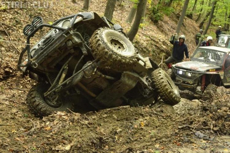 Mai mulți bărbați cu mașini de teren s-au rătăcit în Pădurea Sf. Ion